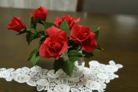 クレープ紙のバラ