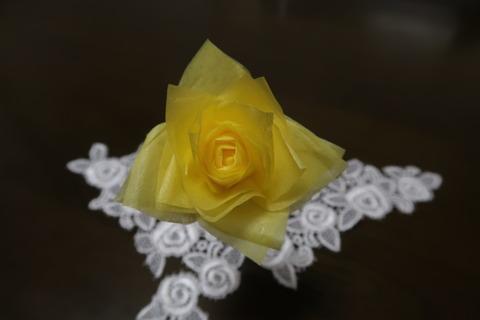 チリ紙黄色のバラ