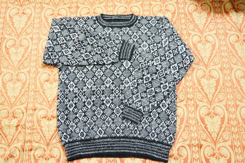 初めての編み込のセーター