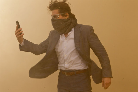 Tom_Cruise-Mission_Impossible_Ghost_Protocol-23
