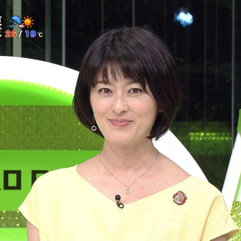 黄色いブラウスを着て番組に出演している阿部哲子の画像