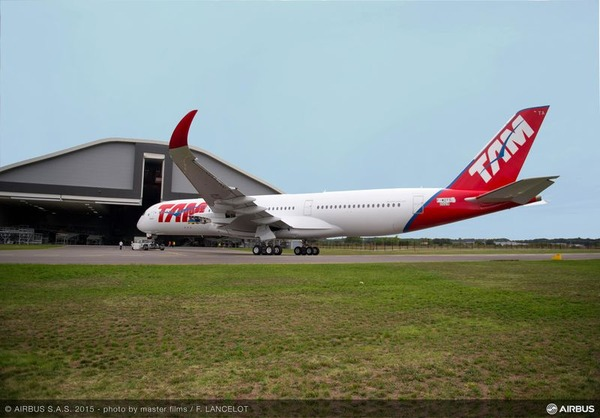 800x600_1442409196_A350_XWB_TAM_rolls_out_of_painthall_1