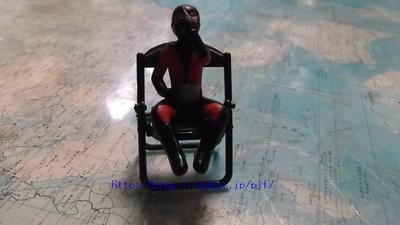 ガチャガチャ パイプ椅子
