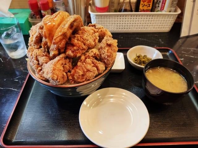 【画像】デカ盛りの唐揚げ丼食べてきたwwwwww