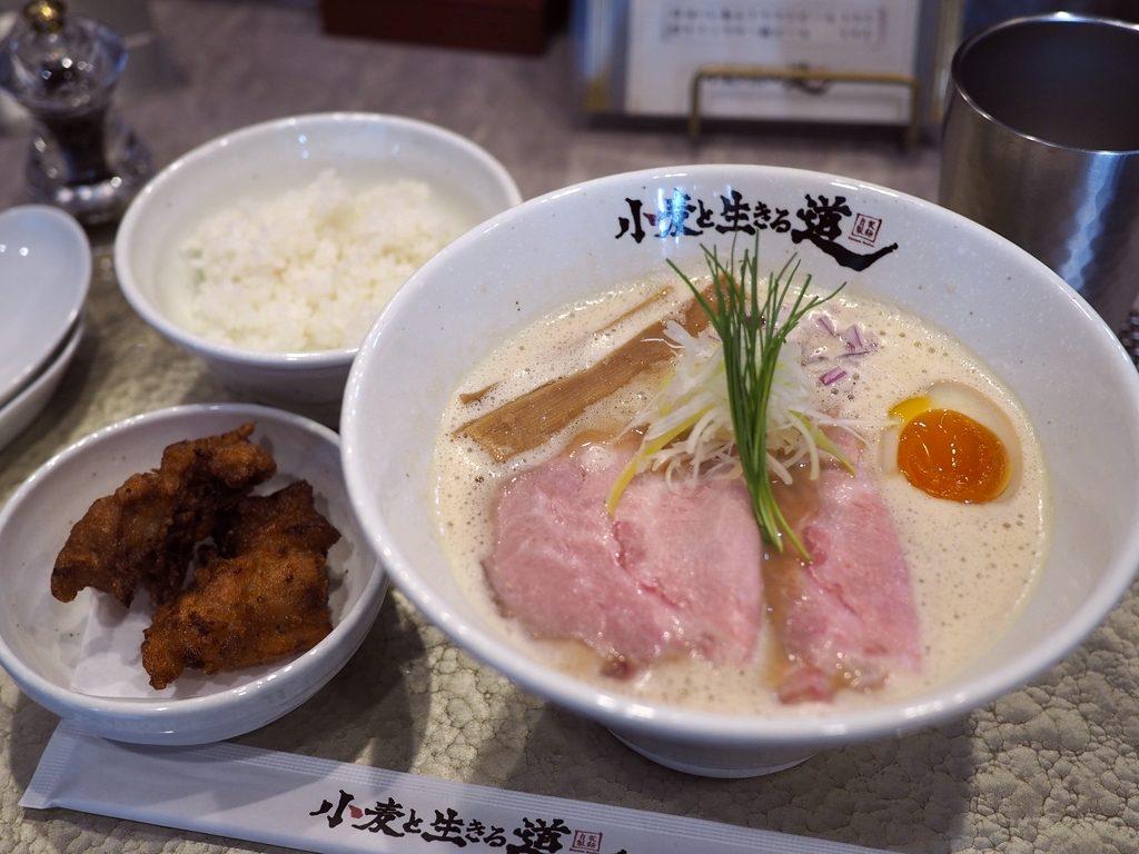 洗練された自家製麺とスープの絶品鶏白湯ラーメンの大人気店の姉妹店が南船場にオープン! 南船場 「小麦と生きる道」