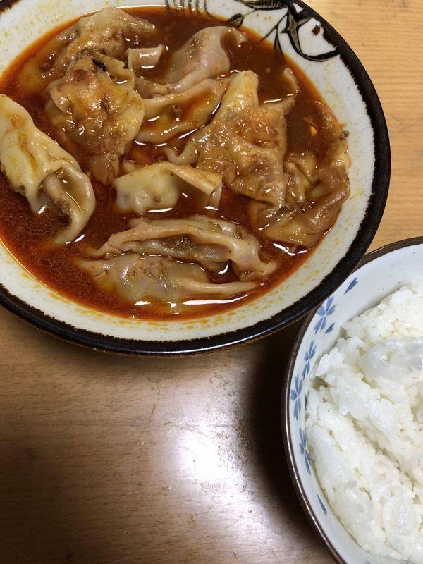 【画像あり】 ほいよ、これが余った焼き餃子で簡単にできるアチアチピリ辛水餃子ね