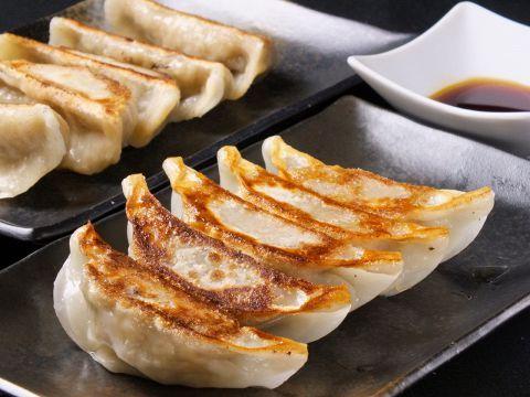 信じられないだろうけど、昭和の時代には餃子やシウマイをケチャップ付けて食ったりもしてたんだぜ