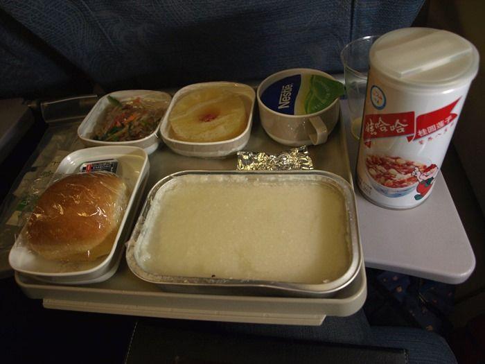 【悲報】機内食来たけど鬼不味そうwww