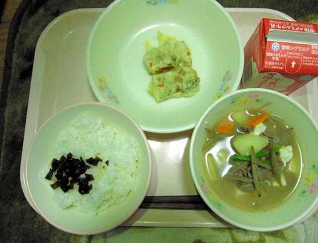 【悲報】神奈川の給食でアジの開き→ちくわ、メロン→半分に…給食に食材高騰の波