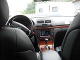 タクシーの運転席