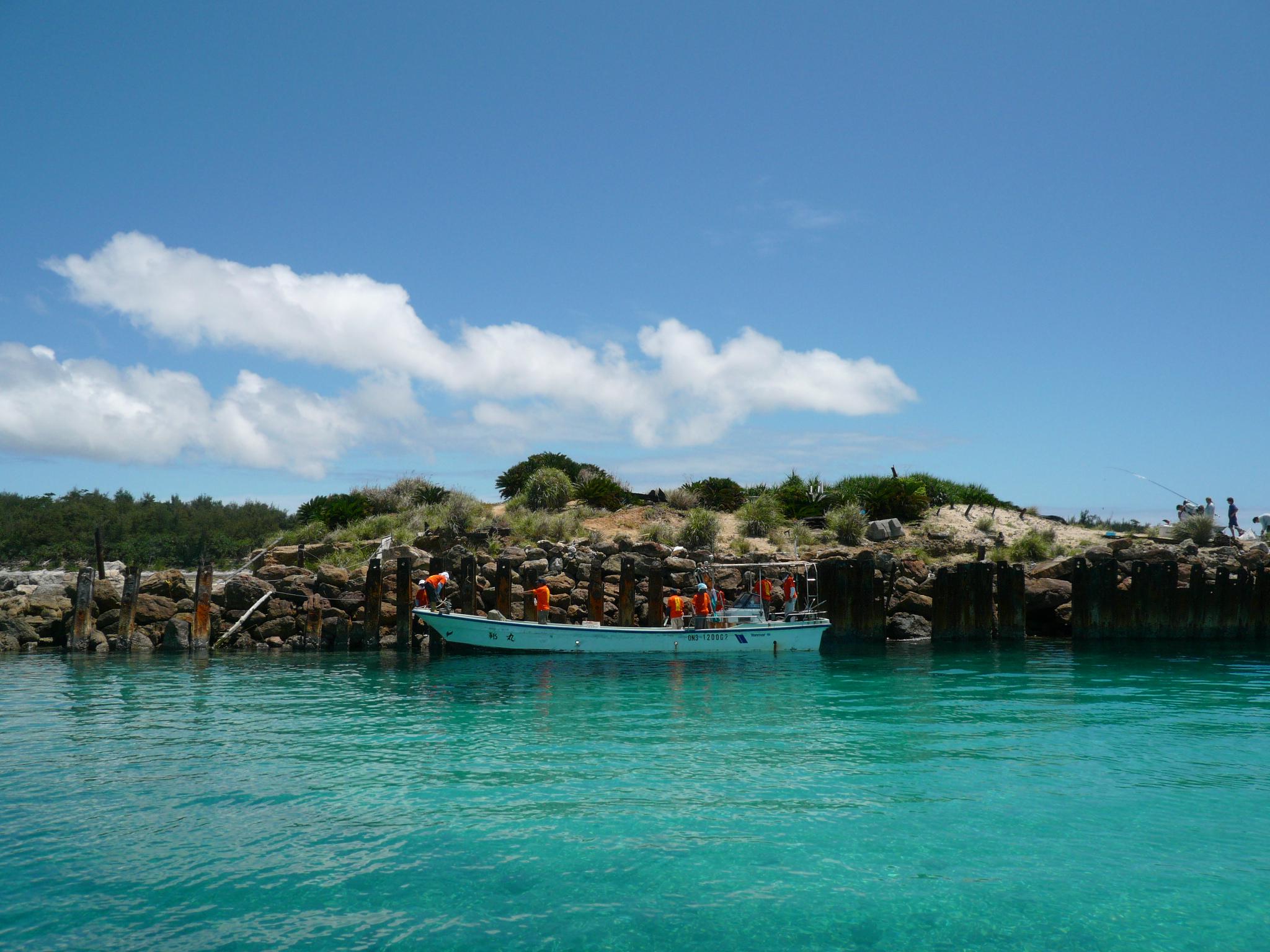 接岸 接岸は、こんな感じです。 具志川島は、釣り人にも人気の島。 この日も、凄... 沖縄満喫!