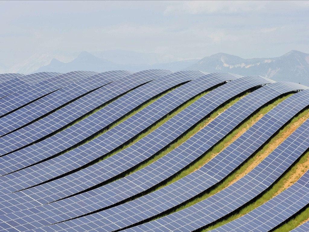 フランスの太陽光発電ファームだそうです。