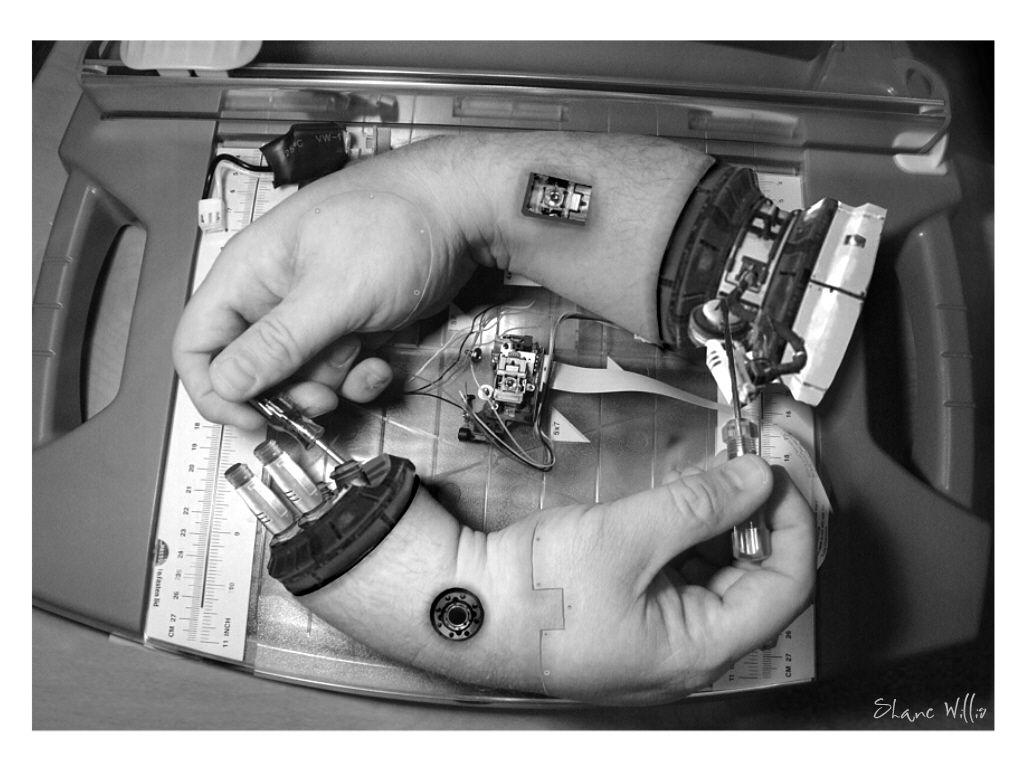 エッシャーの「描く手」が進化するとこうなる