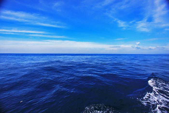 海の青・空の青