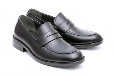 革靴「毎日手入れ必要です。最低3足必要です。汚れてると無能扱いです。」←こいつが天下取った理由