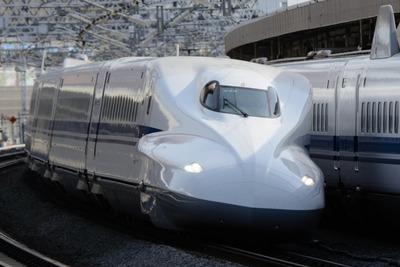 【画像】北陸新幹線、カニに狂った広告出しててワロタwwww