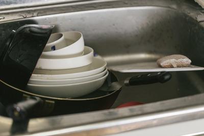 一人暮らし最大の敵、「皿洗い」に決まるwwww