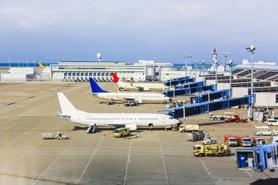 飛行機←出発の3時間前までに空港にお着き下さい 新幹線←切符さえ買えば発車5分前でも即乗れる