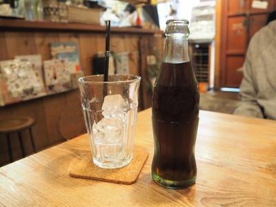 小室k「ヒサ、瓶コーラ自販機は同時に引き抜くと2本取れるンだわ」