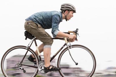 自転車で車道走るな。歩道走れタコ