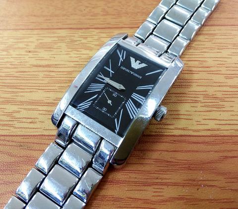 アルマーニの時計の電池交換