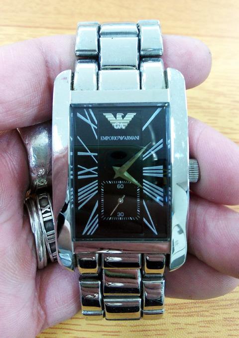 アルマーニの時計の電池交換2