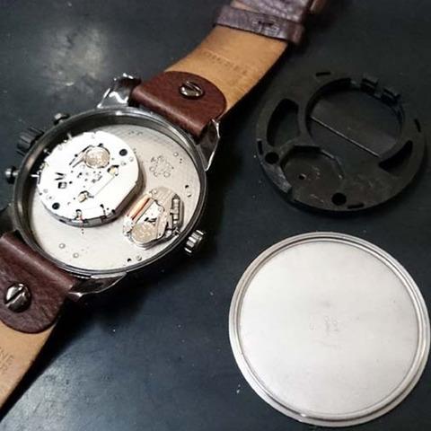 DIESEL (ディーゼル) の 腕時計の電池交換3