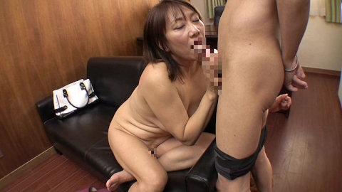 壮絶悶絶の気品溢れる還暦熟女62歳の豊満セクシーボディ09