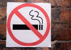 「たばこ吸う人採用しません」ひまわり生命、来年4月の新卒対象