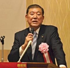 石破氏、地元で決意表明 小泉進次郎氏の支持取り付け目指す