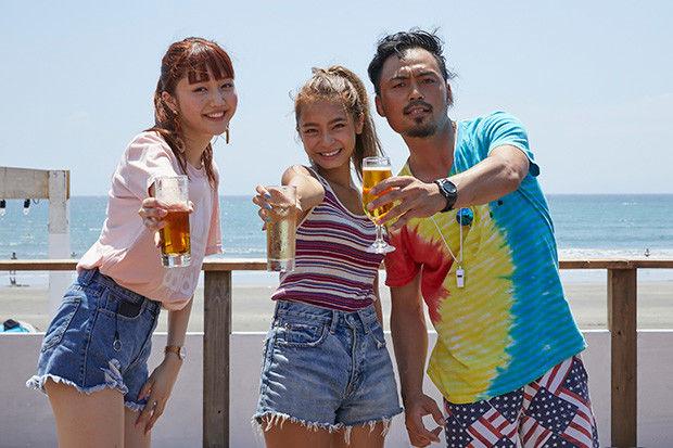 左から松川菜々花さん【@0129Nanamero】、遠山茜子さん、そして吉岡三四郎氏