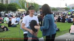 韓国の反日本政府デモで、フリーハグを求めた日本人に反響