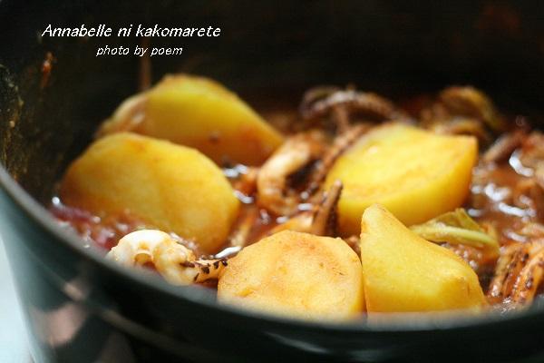 イカとジャガイモのトマト煮込み