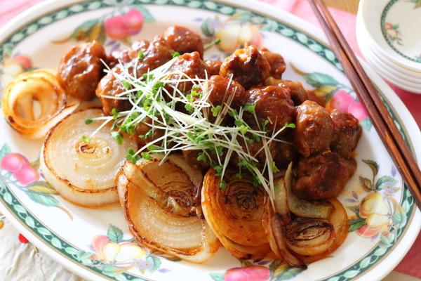 豚こま肉団子と玉ねぎの甘酢炒め & 緑色ごはんのナシレマ
