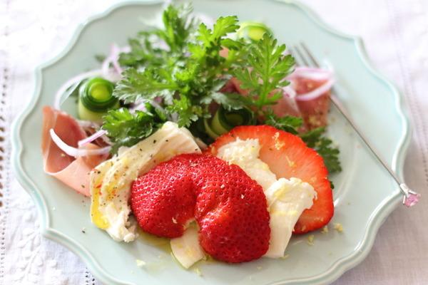 苺モッツァレラの贅沢サラダ