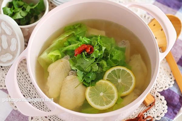 鶏手羽とキャベツのエスニック鍋(スープ)|ちゃんと美味しいエスニック料理おすすめレシピ5選