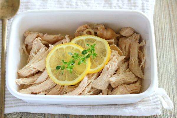 レモン風味のサラダチキン(電子レンジで簡単調理)