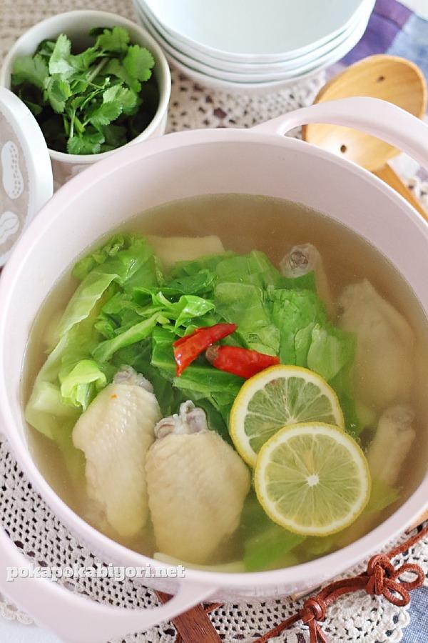 鶏手羽とキャベツのエスニック鍋スープ