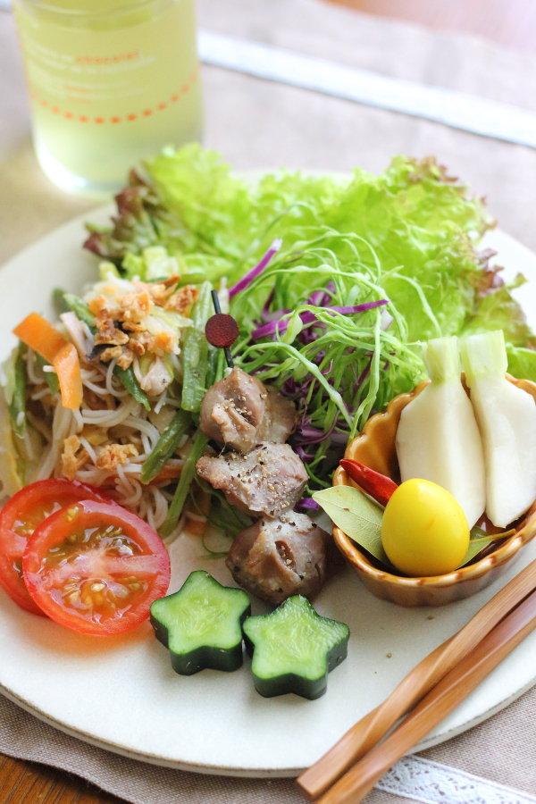 兵庫県民が愛するケンミンの焼きビーフンでおうちランチ ~星のきゅうりも収穫したよ