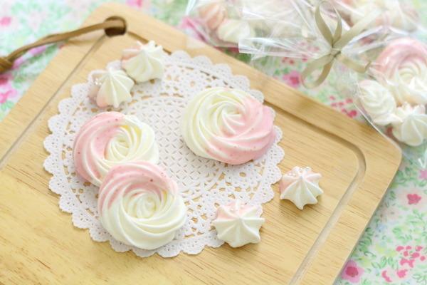 バラ模様のメレンゲショコラ :泡立てて焼いたものにコーティングしただけ~