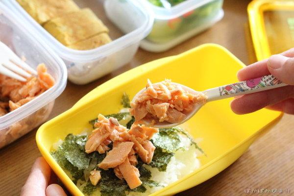 焼き鳥3種の高校生弁当/ごはんの間に鮭フレーク