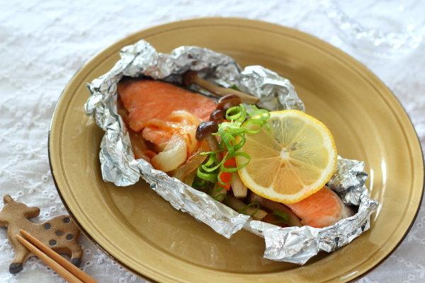 フライパンで10分! 【甘塩鮭のホイル蒸し~燻製バター+しょう油味】レシピと、今日の献立