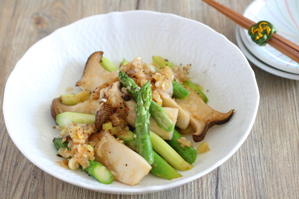 アスパラとエリンギのネギ塩炒め|アスパラを漢字で書くと・・・「竜髭菜」