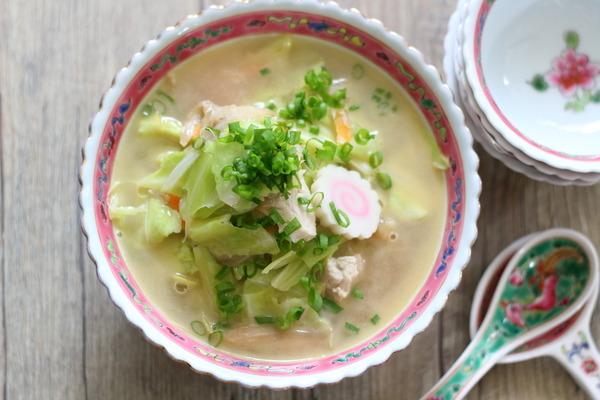 フライパン1つで!【具だくさん練りごまスープ】レシピ