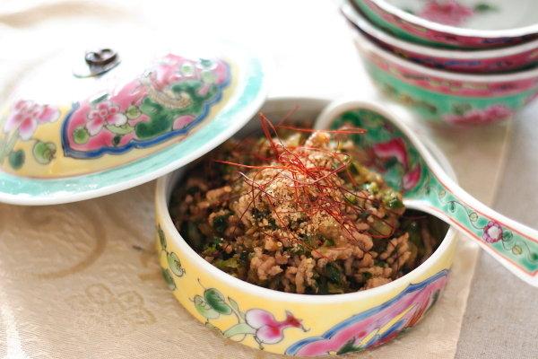 【餃子味のそぼろ】大人気ご飯のおとも&どんぶり|刻んで炒めるだけ!簡単