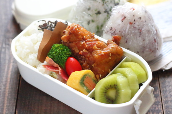 甘辛だれの唐揚げ|長芋のわさびマヨサラダの弁当