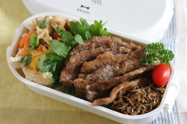 下準備ゼロ&朝10分で作る弁当|焼肉&炒り豆腐