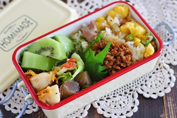 台湾まぜそば(市販)のタレ活用「肉味噌」のっけチャーハン弁当