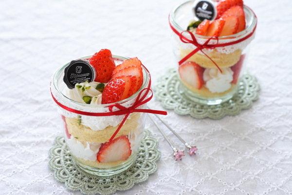 デコレーション不要!ガラスカップで作る苺ショートケーキ