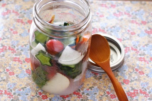 乳酸菌たっぷり【スイカ入り水キムチ】と、スイカの白い部分食べる?